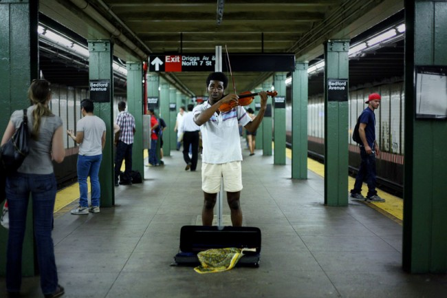 http://subwayartblog.com/wp-content/uploads/2009/10/Kate-Lord-violin-650x433.jpg