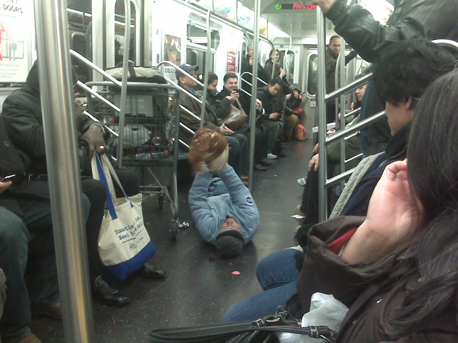 Совращение в метро 2 фотография
